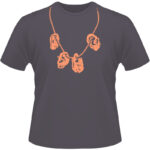 Camiseta-Zombie-Ear-Necklace